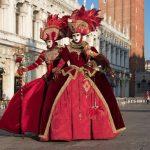 Maschere tradizionali in sfilata al Carnevale di Venezia