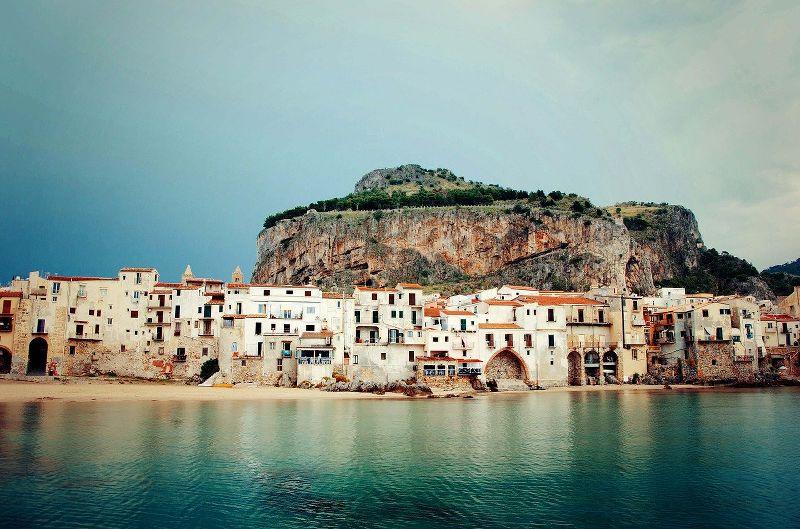 Vista della costa di Cefalù in Sicilia