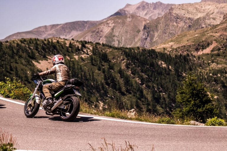 I 7 accessori indispensabili per un viaggio in moto